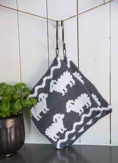 Gryteklut - Viking of Norway Knitting Stitches, Knitting Patterns Free, Free Knitting, Crochet Potholders, Knit Crochet, Diy Crafts Knitting, Stocking Pattern, Crochet Kitchen, Knitted Dolls