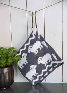 Gryteklut - Viking of Norway Crochet Potholders, Knit Crochet, Knitting Patterns Free, Free Knitting, Diy Crafts Knitting, Stocking Pattern, Crochet Kitchen, Knitted Dolls, Hot Pads
