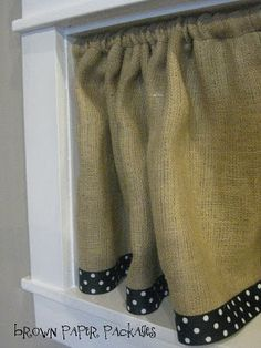 DIY Burlap Crafts : DIY Burlap Curtains Love the polka dot trim! Burlap Projects, Burlap Crafts, Sewing Projects, Diy Crafts, Diy Projects, House Projects, Decor Crafts, Sewing Ideas, New Classroom