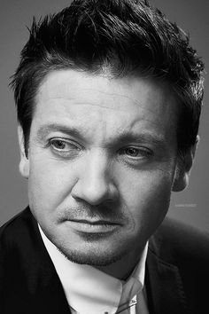 Jeremy Renner by Randall Slavin at the AMAs 2015