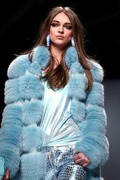 Pellicce, calde, soffici e colorate | http://www.theglampepper.com/2013/02/16/pellicce-calde-soffici-e-colorate/