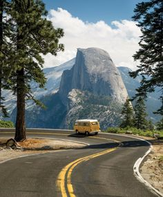 Half Dome at Yosemite National Park, California. California National Parks, Us National Parks, Zion National Park, Yellowstone National Park, Places To Travel, Places To Visit, Vw Camping, Camping Meals, Travel Aesthetic
