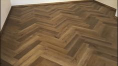 Vinylová podlaha BUKOMA HERRINGBONE CLICK dub Classic - Ukázka realizace Hardwood Floors, Flooring, Herringbone, Classic, Atelier, Wood Floor Tiles, Derby, Wood Flooring, Classic Books