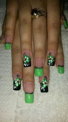 Flower nail art on black and green nails Spring Nail Art, Spring Nails, Summer Nails, Funky Nails, Cute Nails, Pretty Nails, Green Nail Art, Green Nails, Fabulous Nails