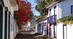 Casas do século 18 e 19 compõe a paisagem de Paraty - passear por lá é como viajar no tempo!