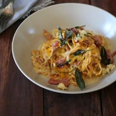 """Butternut """"linguine"""" with blue cheese sauce, crispy bacon and sage   Food24"""