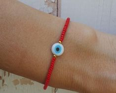 Items similar to Evil eye bracelet in red ball chain with gold plated heart charm casual everyday use best friend birthday high quality turkish istanbul on Etsy Simple Bracelets, Memory Wire Bracelets, Cute Bracelets, Friendship Bracelets, Beaded Bracelets, Beaded Choker, Beaded Jewelry, Handmade Jewelry, Evil Eye Jewelry