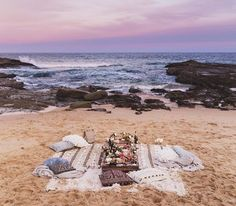 ''moët moments – among friends '' Picnic party in Spoon Bay, Central Coast - Australia // by Jessica Stein-tuulavintage Summer Vibes, Summer Fun, Beach Date, Romantic Picnics, Beach Picnic, Beach Dinner, Picnic Time, Foto Pose, Summertime