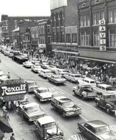 700 block of Wheeling Avenue. Between North 7th and West 8th Streets. Davis Dept Store is on the right.