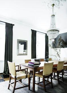 Kaare Klint Stühle Esszimmer Traditioneller Klassischer Wohnstil Einrichten  Interior Design Kronleuchter Esstisch Holz Teppich Essbereich Weiß
