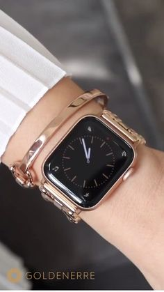 Apple Watch Bands Discover Rose Gold Classic Link Bracelet for the Apple Watch Fancy Watches, Trendy Watches, Rose Gold Watches, Watches For Men, Wrist Watches, Luxury Watches, Apple Watches For Women, Nixon Watches, Citizen Watches