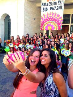 These University of Texas sisters found that their is nothing better than a bid day selphie!