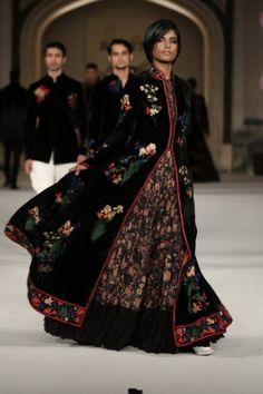 Lotus motifs take over Xavier's college and Rohit Bal's regal line Women's Ethnic Fashion, Muslim Fashion, Bollywood Fashion, Asian Fashion, Boho Fashion, Fashion Week 2016, Lakme Fashion Week, Fashion Weeks, Pakistani Outfits