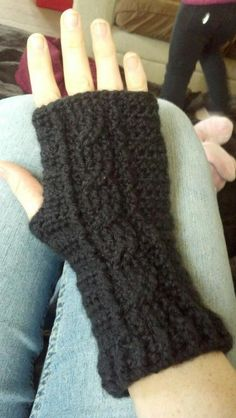 "Pretty fingerless gloves: free pattern, posted by ""AFlowers"", of Flowers Creations (via Craftsy)."