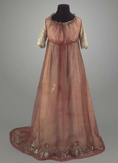 nice period gown - looks like 1790s