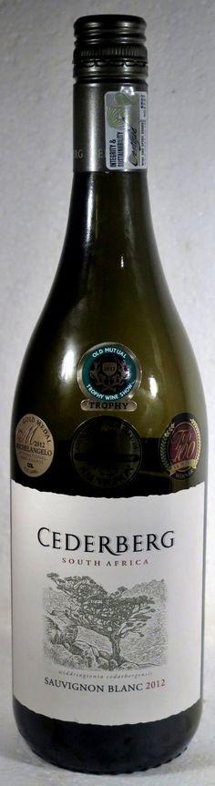 16. Mai 2016 - Cederberg Privat Cellar: Sauvignon Blanc 2012, Western Cape, Südafrika -- Die Flasche ist mit nicht weniger als vier «Trophäen» geschmückt: «Gold Medal Michelangelo, Concours Mondial – Gold, Winner Top 100, Trophy Wine Show – Old Mutual». Ist er auch so gut, so einmalig, so auszeichnungswürdig? Ich habe ihn zum allerersten Mal getrunken – nein «nur» degustiert - auf dem Weingut in den Cederbergen, etwa zwei Stunden nördlich von Kapstadt.