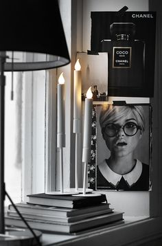 6 Ways to Display Chanel Logo in your Decor. Most of the times when we say Chanel inspired decoration we mean black and white. Here are some ways to help Beautiful Interior Design, Interior Design Inspiration, Home Interior Design, Interior Styling, Interior Architecture, Interior And Exterior, Interior Decorating, Inspire Me Home Decor, Chanel Logo