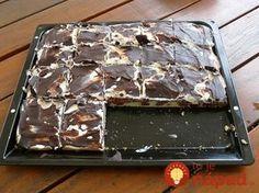 Výborný koláčik, ktorý je akurát sladký a osvieži aj počas tohto horúceho počasia. Jeho príprava je jednoduchá a z plechu zmizne skôr, ako si stihnete pridať! :-) Potrebujeme: 6 vajec 3 lyžice cukru 6 lyžíc oleja 6 lyžíc mlieka 8 lyžíc hladkej múky 100 g hrozienok prípadne zaváraných višní ½ bal. prášku do pečiva 1...