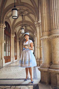 Salzburg, Paisley, Las Vegas Hotels, London Restaurants, Traditional Outfits, Lady, Night Life, White Dress, Summer Dresses