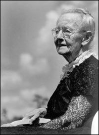 Grandma Moses: began her painting career in her late Artist Painting, Artist Art, Grandma Moses, Stories Of Success, Late Bloomer, Old Faces, Great Life, Never Too Late, American History