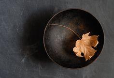 Black Bowl Maple Leaf 2007 van twmeyer op Etsy