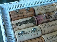 Upcycled wine corks, framed, with hooks and eye hooks for hanging/displaying jewellery Wine Craft, Wine Cork Crafts, Wine Cork Projects, Diy Projects, Wine Cork Jewelry, Dyi, In Vino Veritas, Jewellery Storage, Diy Organization