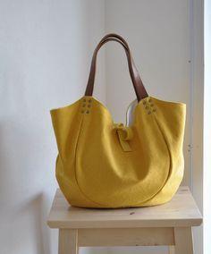 サイズ:M    H260×W350×D140mm    ※サイズはデザイン上、およそのサイズになります。    高さは直線で測った台からハンドル取り付けの一... Leather Bags Handmade, Handmade Bags, Cute Handbags, Purses And Handbags, Leather Purses, Leather Handbags, Leather Totes, Diy Sac, Best Purses