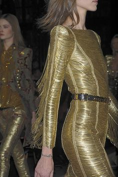 See every last detail from shoes and jewels, to bags and belts, from the Balmain Fall 2010 Ready-To-Wear show. Paris Fashion, High Fashion, Fashion Beauty, Womens Fashion, Christophe Decarnin, Metal Fashion, Gold Dress, Dress Codes, Balmain