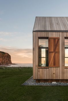 Scrubby Bay farmhouse, Banks Peninsula in New Zealand   by Pattersons Associates Architects