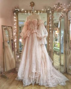 Romantic tulle and lace wedding dress with separate sleeves by Joanne Fl . - Romantic tulle and lace wedding dress with separate sleeves by Joanne Flem … – # sleeves - Vestidos Vintage, Vintage Dresses, Vintage Ball Gowns, Pretty Dresses, Beautiful Dresses, Romantic Dresses, Beautiful Dream, Unique Dresses, Elegant Dresses