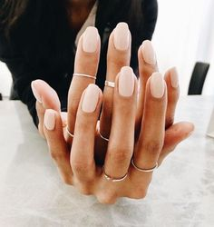 The advantage of the gel is that it allows you to enjoy your French manicure for a long time. There are four different ways to make a French manicure on gel nails. Nude Nails, Acrylic Nails, Blush Nails, Glam Nails, Ten Nails, Manicure Y Pedicure, Chrome Nails, Makeup Designs, Art Designs