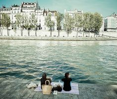 Afternoon picnic in Paris