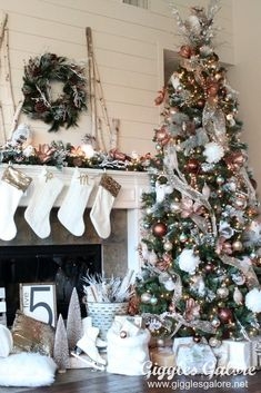 Gorgeous Chirstmas Tree Decorations Ideas 2017 25 image is part of 60 Gorgeous Christmas Tree Design Ideas in 2017 gallery, you can read and see another amazing image 60 Gorgeous Christmas Tree Design Ideas in 2017 on website Christmas Tree Design, Beautiful Christmas Trees, Christmas Tree Themes, Christmas Mantels, Noel Christmas, Xmas Decorations, Christmas Wreaths, Vintage Christmas, Magical Christmas