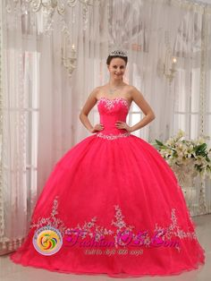 New Iberia / Louisiana Wholesale Coral Red Sweetheart Appliques Decorate 2013 Quinceanera Dresses Party Style, The Most Beautiful Quinceanera Dresses, quinceanera gowns & dresses
