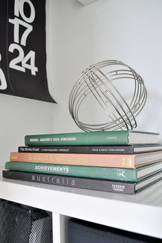 Thrift Store Hack How to take regular books and easily give them a vintage look. Great for a shelf, desk or coffee table. Life On A Budget, Second Hand Furniture, Makeover Before And After, Store Hacks, Vintage Books, Vintage Decor, Book Sleeve, Room Makeovers, Do It Yourself Projects