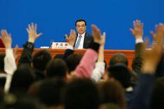周三,中国国务院总理李克强在全国人民代表大会闭幕后的一个新闻发布会上。