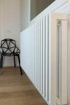 De Vasco Zana Multi - Een moderne kolomradiator die een meerwaarde is voor elke omgeving. My Living Room, Home And Living, Diy Radiator Cover, Contemporary Radiators, Hallway Designs, Kids Room Wallpaper, Apartment Living, Family Room, New Homes