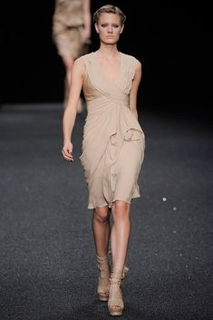 Elie Saab Spring 2010 Ready-to-Wear Fashion Show - Constance Jablonski (Viva)