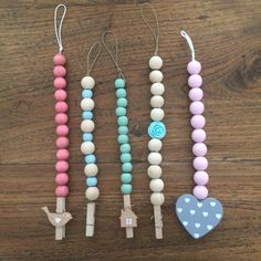 Woonketting Kaarthanger Wood Bead Garland, Beaded Garland, Craft Gifts, Diy Gifts, Bead Crafts, Diy And Crafts, Salt Dough Crafts, Dollar Store Crafts, Crafty Projects