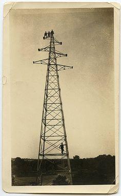 Les radios pirates connurent un essor important en Europe du Nord au cours des années 1960.  La France connut aussi entre 1969 et mai 1981 un phénomène similaire. Des actions gouvernementales répressives et l'évolution des législations, notamment avec la création du statut de « radio libre », limitèrent peu à peu considérablement la diffusion de ces pratiques.