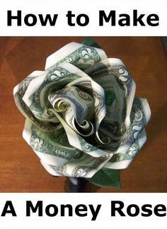 Un dinero rosa hecha con dos billetes de un dólar es una forma inteligente de dar dinero como regalo.