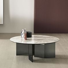 A mix & match style lounge - HomeDBS Contemporary Lounge, Contemporary Living Room Furniture, Contemporary Side Tables, Modern Furniture, Furniture Design, Glass Side Tables, Low Tables, Round Coffee Table, Coffee Desk