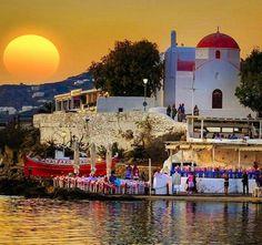 Pôr do sol em Mykonos Grécia. As cores a luz e o astro rei bem imponente todos os elementos nos convidam para brindar esta vista. Imagem linda capturada no click da Doounia. @OlhardeMahel @Doounias #Mykonos #Grécia #pôrdosol #imagem #fotografia #fotógrafa #sol #paisagem #vista #OlhardeMahel #fpolhares #sun #photography #picture #image #sunsetpic #sunset #Greece #photographer #pic http://ift.tt/2gDHrn0