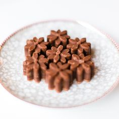 Kokos-/ischoklad, sockerfria from 56 Kilo.se  (Used to buy the little cubes of ice chocolates. Would love to try this!)