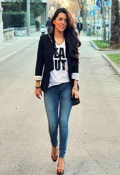 17 black blazer outfit ideas black blazer with jeans, look blazer, jeans with heels Black Blazer With Jeans, Look Blazer, Jeans With Heels, Blazer Jeans, Black Blazers, Dress With Blazer, Denim Jeans, Blue Skinnies, Black Blouse