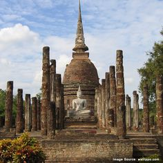 Built in the 13th Century, the beautiful Wat Sa Si temple in the Sukhothai historical park, Thailand stands strong till date.