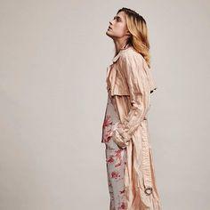 Näyttelijä Krista Kosonen on maaliskuun Ellen karismaattinen kansimalli. Katso upeat muotikuvat vaaleanpunaisiin puetusta Kristasta huomenna ilmestyvästä lehdestä!  via ELLE FINLAND MAGAZINE OFFICIAL INSTAGRAM - Fashion Campaigns  Haute Couture  Advertising  Editorial Photography  Magazine Cover Designs  Supermodels  Runway Models