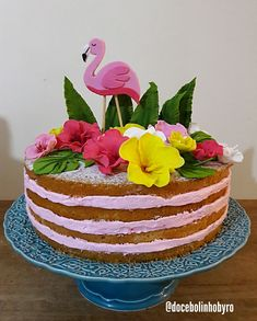 Learn how to make your party with: souvenirs, invitations, and lots to inspire you Flamingo Party, Flamingo Cake, Flamingo Birthday, Aloha Party, Luau Party, Hawaian Party, Cake Models, Hawaiian Birthday, Christmas Party Invitations