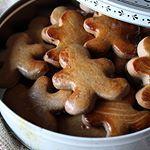 Taaitaai poppen horen voor mij echt bij sinterklaas Tijd dus om ze zelf te bakken Enige nadeel Het duurt even voor je ze kan proeven lees waarom dat is in het recept wat nu online staat Link in de bio handmadehelen taaitaai sinterklaas poppen bakken cookie koekje anijs taaitaaipop baking