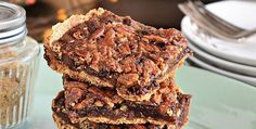 Everything you love about pecan pie, along with a layer of chocolate, transformed into an easy to eat gooey Chocolate Pecan Pie Bars to pick up and enjoy.